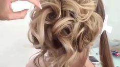 Hairstyle with a bun for the evening Fancy Hairstyles, Braided Hairstyles, Wedding Hairstyles, Hair Up Styles, Medium Hair Styles, Cabelo Ombre Hair, Wedding Hair Down, Grunge Hair, Hair Videos