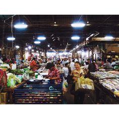 #travel#instatravel#tbt#travelgram#instago#market#food#asia#ilovetravel#travelphotography#travelphoto#getaway#amazing#cambodia#visiting#worldingram#instageo#wanderlust#beautiful#happiness#goodpeople#shareyouradventure#nikond7000#aroundtheworld#fun#behappy#photographie by _ouylo_