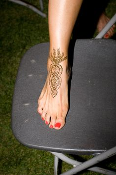 Morrocan/Arabian nights prom - would be great to have a henna artist? Arabian Nights Prom, Arabian Nights Theme Party, Arabian Party, Marrakech, Moroccan Theme Party, Jasmine Party, Looks Party, Henna Party, Bollywood Party