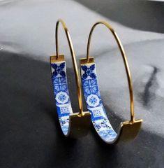 Hoops Earrings Atrio Tile Flat Bottom Portugal Stainless Steel Antique Azulejo - 1 Blue Tiles USA Shipping THIN WIRE Creolen Ohrringe ATRIO Fliesen flachen Boden Portugal Edelstahl Antik Azulejo – 1 blauen F Jewelry Box, Jewelry Accessories, Jewelry Ideas, Fine Jewelry, Bling, Blue Tiles, Bijoux Diy, Marquis, Girls Best Friend