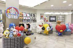 Glad to meet you Hong Kong! Come visit us, let's have fun! Jimin, All Bts Members, Line Friends, Kpop Merch, About Bts, K Idols, Bts Wallpaper, Hong Kong, Mall