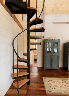 Simple and tasteful spiral staircase