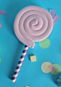Tante colorate caramelle ti aspettano sul blog! idee per ricette e decorazioni DIY! In questa foto un bellissimo lecca lecca di marshmallow!