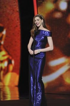 Anne Hathaway brightens up the Oscars