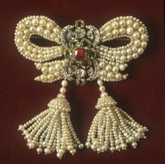 beautyblingjewelry:  brooch ca. 1830 via fashion love