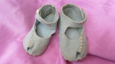Summer Sale: Very Vintage Blue Felt Pair Baby or Doll Shoes from underthelilacs on Ruby Lane