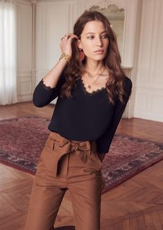 Sézane - marina blouse outfit inspiration in 2019 женская мо Classy Outfits, Chic Outfits, Fashion Outfits, Fashion Tips, Fashion Ideas, Fashion 2018, Fashion Fashion, Fashion Brands, Looks Street Style