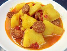 Patatas a la riojana.     Un plato típico de nuestra cocina..   Ingredientes para 4 personas    1 kg de patatas  2 chorizos  1 cebolla  1 diente de ajo  1/2 ...