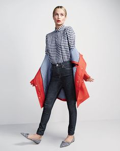 Crew calls on top models Carolyn Murphy and Liya Kebede to star in their February 2016 style guide. The American brand own off casual chic styles for the upcoming spring season. Sweater Weather, Raincoats For Women, Jackets For Women, J Crew Style, My Style, Hair Style, Carolyn Murphy, Gingham Shirt, Casual Chic Style