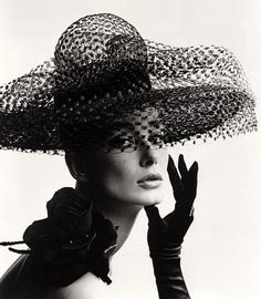 hatslg_5121361_Tania_Mallet_in_a_Madame_Paule.jpg (546×625)