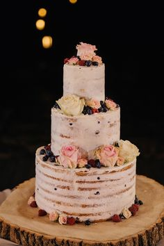 Semi naked wedding cake for a rustic boho wedding | fabmood.com #weddingcake #cake #nakedcake #nakedweddingcake