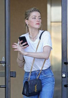 Amber Heard – Out in Los Angeles - Amber Heard – Out in Los Angeles Source link. That baaaaag Amber Heard Style, Amber Heard Photos, Simple Outfits, Chic Outfits, Fashion Outfits, Women's Fashion, Bella Thorne, Anber Heard, Curvy Celebrities