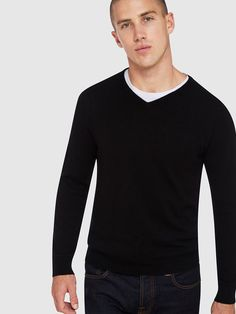 PURE CASHMERE V-NECK PULLOVER O   BLACK - Oxford Shop Mens Trousers Casual, Trouser Suits, Oxford Online, Polo Tees, Black Oxfords, Slim Man, Workwear, Workout Shirts, Mens Suits