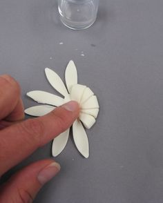 Pleated petal tutorial - also good ideas for planning your cake from start to finish!