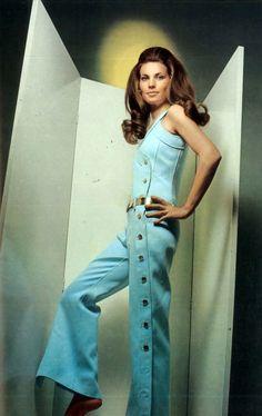 Ahhhh the - Courrèges 60s And 70s Fashion, 60 Fashion, Fashion History, Retro Fashion, Vintage Fashion, Gothic Fashion, Fashion Shoes, Mode Vintage, Vintage Wear