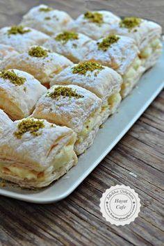 Pudding Puff Pastry Dessert - Hayat Cafe Easy Recipes - Muhallebili Miföy Dessert – hayatcafetarif on … - Food Cakes, Puff Pastry Desserts, Savory Pastry, Choux Pastry, Pastry Recipes, Pasta Cake, Cake Recipes, Dessert Recipes, Turkish Recipes