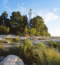 Door County Trip Guide - Roadside cherry stands, state parks and small towns by the lake keep visitors coming to this peninsula. Midwest Vacations, Family Vacations, Camping In Ohio, Yurt Camping, Door County Wisconsin, Park Resorts, Vacation Spots, Vacation Ideas, State Parks