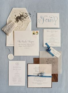 Love the touch of wood paper to coordinate with the venue