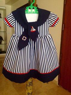 Vestido marinero con bordados en punto cruz