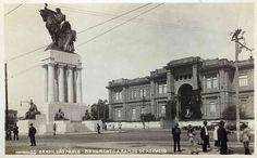 Monumento a Ramos de Azevedo em 1936, quando ainda ficava localizado na região central de São Paulo, na Avenida Tiradentes. Posteriormente, em 1973, foi transferido para a Cidade Universitária.