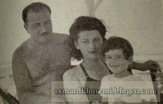 Osmanlı Hanedan Fotoğrafları V. Mehmed Reşad - Ömer Hilmi Efendi'nin Kızı Mukbile Sultan, eşi Ali Vasıf Efendi ve oğlu Osman 1944