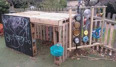 Use wood pallets (from your own garden or get some that your local nursery is throwing out) and make an incredible playhouse for the kids! Neat - outdoor play area for kids pallets Trash to Treasure