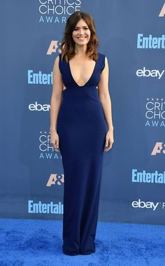 Mandy Moore from Critics' Choice Awards Red Carpet Arrivals Oh la la! The This Is Us star stunned in a plunging navy gown with her loose locks, nude lips and Forevermark Jade Trau necklace. Critic Choice Awards, Critics Choice, Red Carpet Dresses, Blue Dresses, Formal Dresses, Evening Dresses, Girl Celebrities, Beautiful Celebrities, Celebs