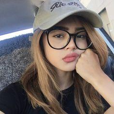 Картинки по запросу девушка в очках