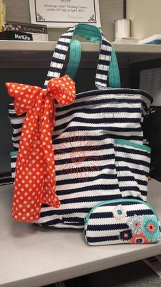 Thirty One Retro Metro bag in Navy Wave print will look fabulous on you this spring! www.mythirtyone.com/barbaragarces