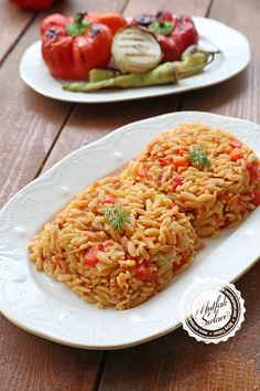 Domatesli Arpa Şehriye Pilavı – Mutfak Sırları – Pratik Yemek Tarifleri - Receta de arroz - Las recetas más prácticas y fáciles Rice Recipes, Meat Recipes, Healthy Recipes, Noodle Recipes, Turkish Recipes, Italian Recipes, Ethnic Recipes, Iftar, Turkish Kitchen