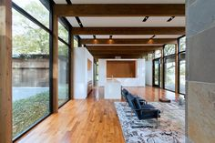 Image 16 of 39 from gallery of Woodland House / ALTUS Architecture + Design. Photograph by ALTUS Architecture + Design Modern Glass House, Glass House Design, Minnesota Home, Minneapolis Minnesota, Cedar Walls, Woodland House, Villa, Commercial Architecture, Level Homes