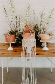 Wedding Trends ombre macrame wedding cake - Be still our bohemian hearts—today's Coachella-inspired festival wedding is brimming with ombré details and tons of eye-catching accents! Unique Wedding Cakes, Wedding Cake Designs, Wedding Cake Toppers, Unique Weddings, Orange Weddings, Beach Weddings, Wedding Trends, Boho Wedding, Wedding Shoes