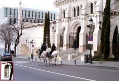 Madrid: El Museo de las Colecciones Reales por el lado de la cripta de la Almudena.