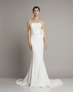Wonderful strapless wedding dress of silk with bow detail found on the hip of Giuseppe Papini