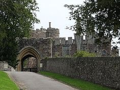 Entrance to Berkeley Castle today (from Henry Berkeley, 7th Baron Berkeley - Wikipedia)
