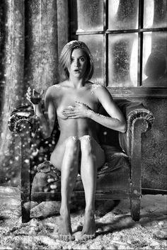 nude-women-sitting-on-glass-pics-amatuer