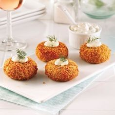 Bite-sized snacks that are made—and devoured—in a flash! Seafood Appetizers, Seafood Recipes, Appetizer Recipes, Cooking Recipes, Mini Crab Cakes, Albondigas, Mini Foods, Appetisers, Food Presentation