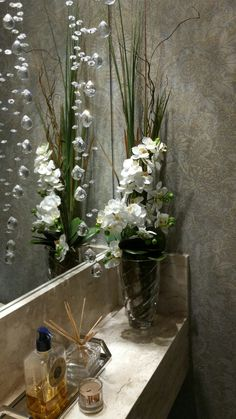 Arranjo lavabo com orquídeas mini