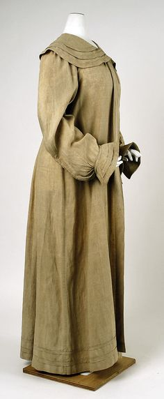 Linen duster coat from circa 1901. Duster coats were full length coats worn when riding in automobiles.