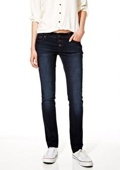 Alloy is the modern woman's destination for news and information on breaking entertainment news, fashion tips, health, and more. College Girl Fashion, College Girls, All Jeans, Mid Rise Skinny Jeans, Pants, Fashion Tips, Collection, Check, Trouser Pants
