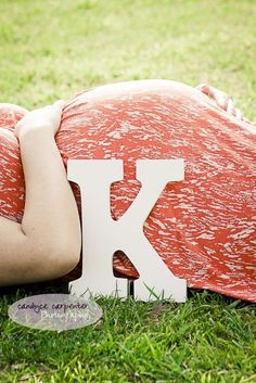 Or, give them just a hint. | 38 Insanely Adorable Ideas For Your Maternity Photoshoot