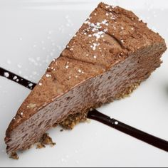 Love nutella recipes? Nutella Cheescake. This easy no bake recipe cheesecake will have you drooling for more.