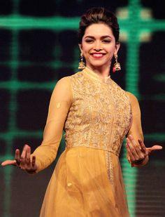 Dance with me! Deepika Padukone on the sets of 'Madhubala: Ek Ishq Ek Junoon' #Bollywood #Fashion