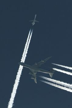 Cargolux 747-8 crossing with BMI midget