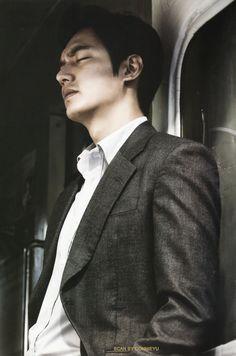 Lee Min Ho as fastest human ever. So Ji Sub, Boys Over Flowers, Korean Celebrities, Korean Actors, Korean Dramas, Minho, Legend Of Blue Sea, Blue Lee, Lee And Me