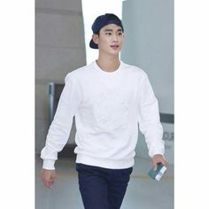 awesome Kim Soo Hyun - [08/21/15] Photo from Incheon Airport. Kim Soo-hyun traveled to Australia to shoot the brand Beanpole Outdoor. Check more at http://kstarwiki.com/2015/09/04/kim-soo-hyun-082115-photo-from-incheon-airport-kim-soo-hyun-traveled-to-australia-to-shoot-the-brand-beanpole-outdoor/