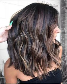 New hair short balayage brunette Ideas Brown Hair Balayage, Hair Color Balayage, Balayage Hair Brunette Medium, Short Balayage, Brunette Hair Color With Highlights, Summer Hair Color For Brunettes, Short Brunette Hair, Brunnete Hair Color, Brunette Fall Hair Color