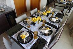 Mesa Posta com passadeira (caminho de mesa) para almoço nas cores Amarela e Preta