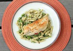 Pesto presto #pastapalooza! Stuffed Chicken & Pesto Penne with Asparagus #pasta #recipe #healthypasta #dreamfieldspasta