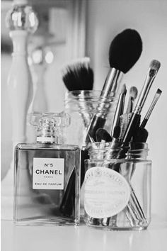 ❤️️️All'❤️❤️makeup Make up chanel perfume makeup brushes Chanel Nº 5, Perfume Chanel, Chanel Makeup, Chanel Beauty, Glamour Beauty, Fashion Glamour, Chanel Fashion, E Cosmetics, Make Up Organizer